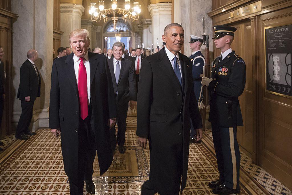特朗普(左)與前總統奧巴馬(右)。