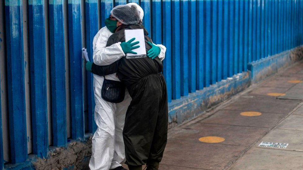A pandemia causou luto a milhares de pessoas no país.