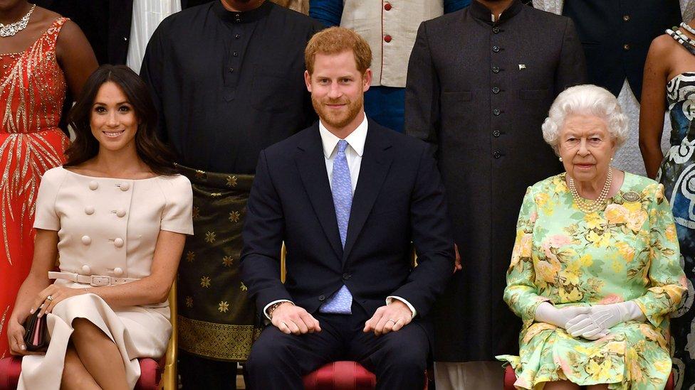 Meghan Markle, el príncipe Harry y la reina Isabel II