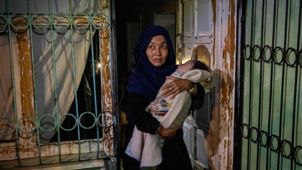 Van'da, düzensiz göçmenlerin kaldığı bir eve baskın sırasında çekilmiş bir fotoğraf