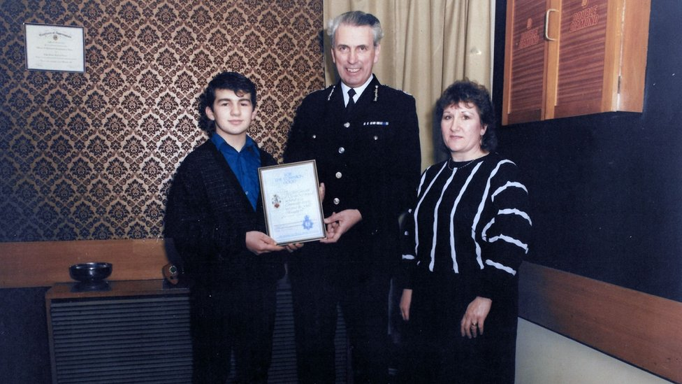 Roberto receiving bravery award