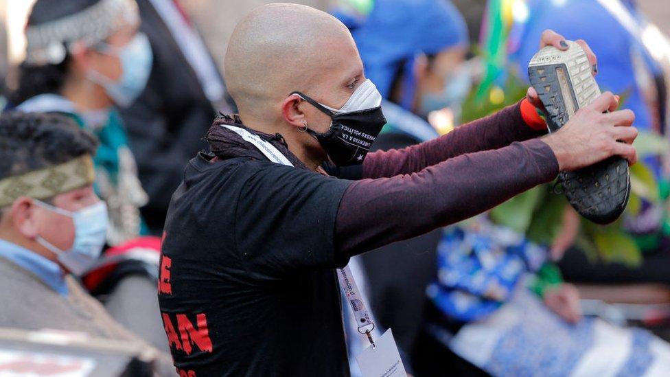 Rodrigo Rojas durante una protesta en Chile.
