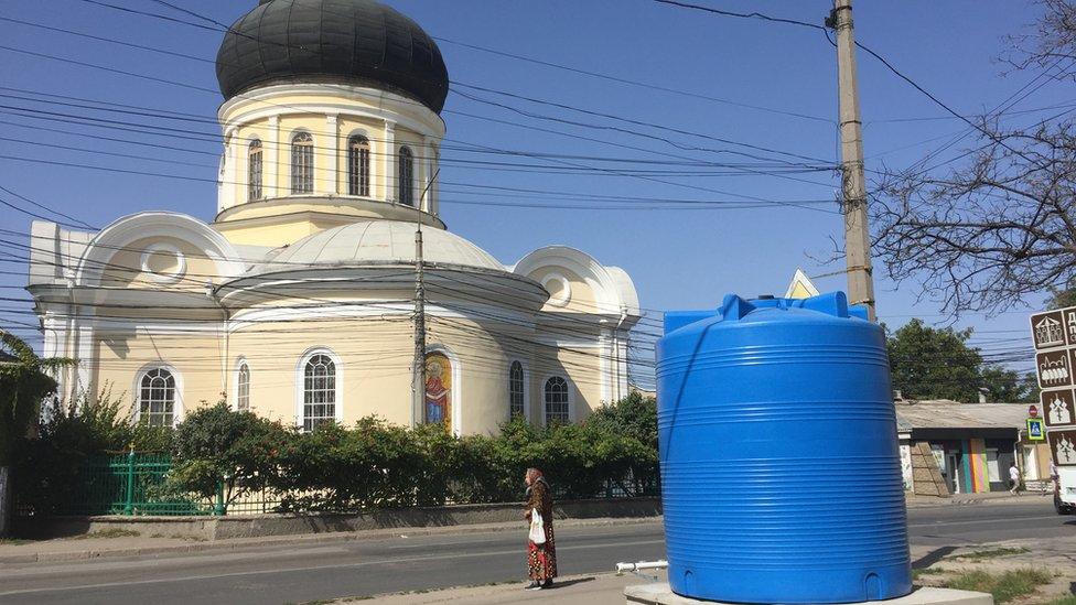 Ржавчина из крана и стрельба по облакам. Куда делась вода в Крыму?