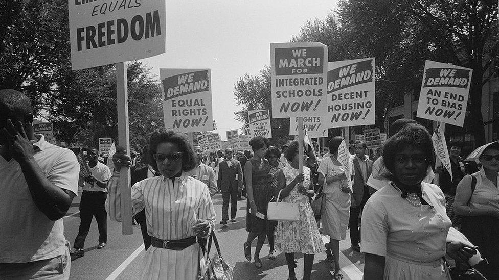 El movimiento por los derechos civiles luchó para poner fin a la segregación racial.