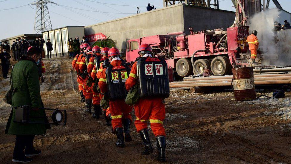 فريق إنقاذ عمال المناجم