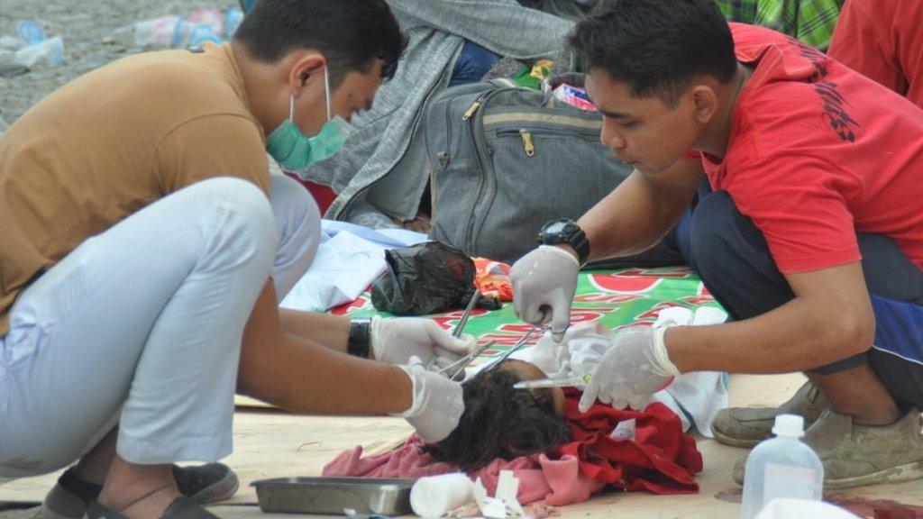 救援人員現場救治傷者