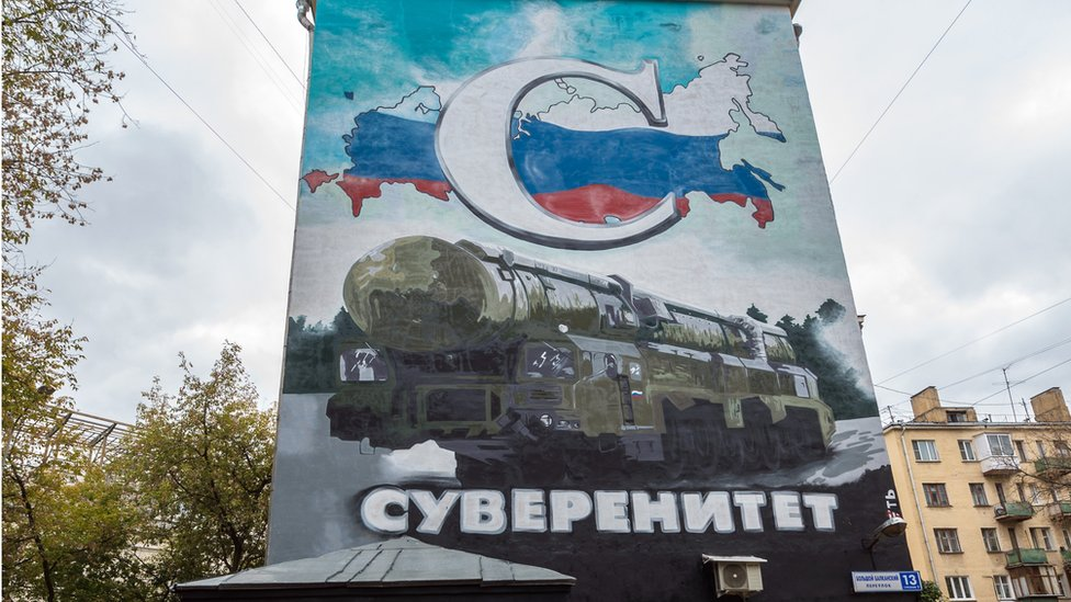 Podstiče se i slavljenje vojne snage Rusije