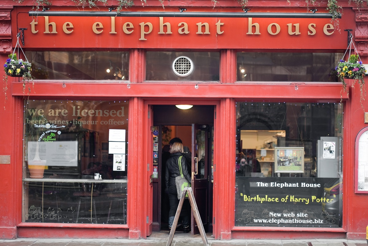 front of elephant house cafe