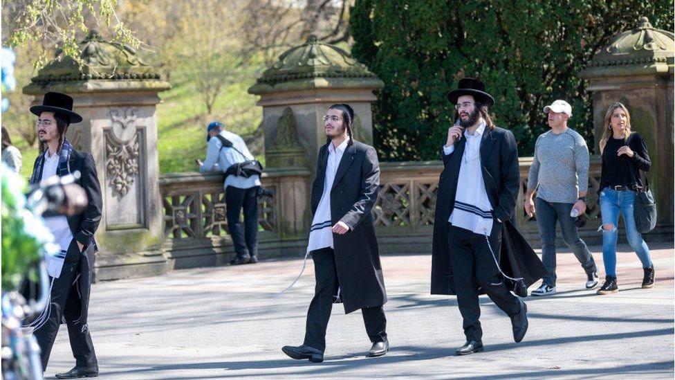 اليهود الأرثوذكس معرضون للخطر بشكل خاص بسبب ملابسهم المميزة