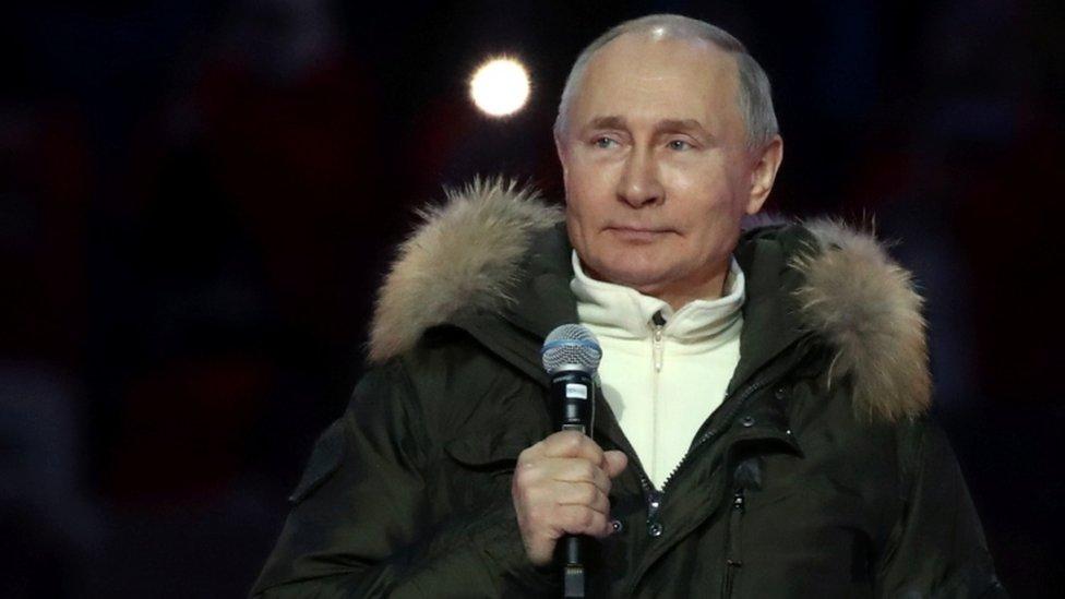 Vladimir Putin en un concierto para conmemorar el séptimo aniversario de la anexión de Crimea por parte de Rusia.