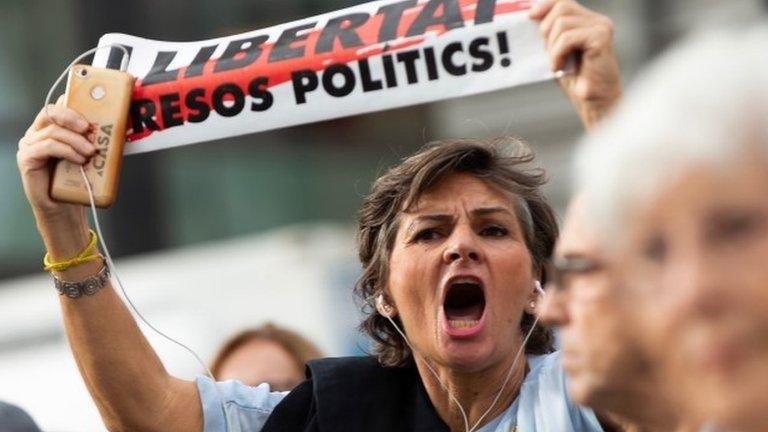Лидеры Каталонии приговорены к длительным тюремным срокам