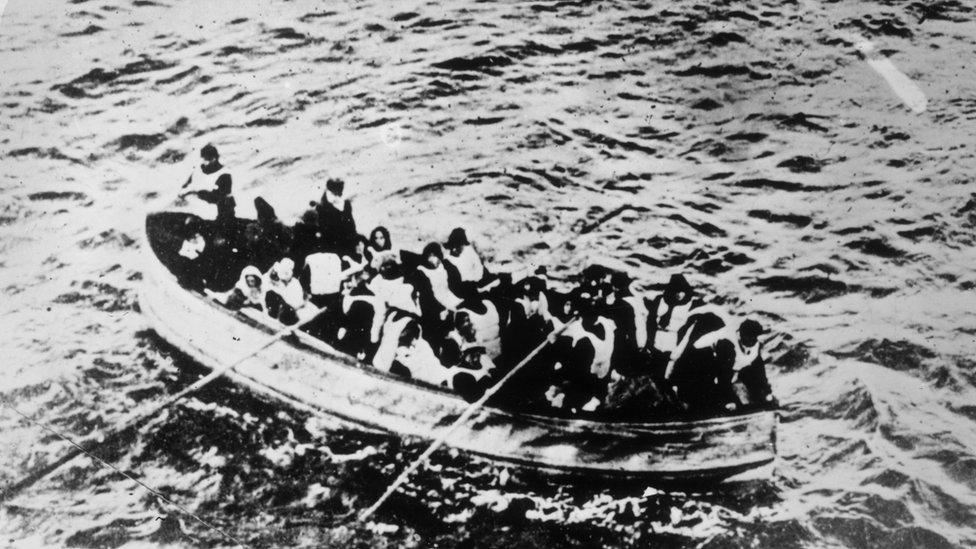 在救生艇上的泰坦尼克號倖存者