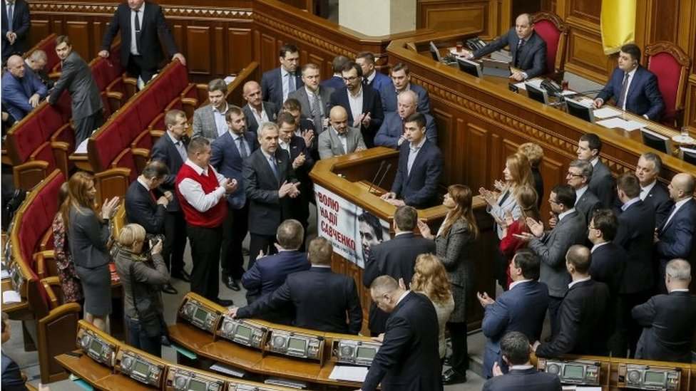 Ukrainian legislators attend a parliament session in Kiev (29 March 2016)