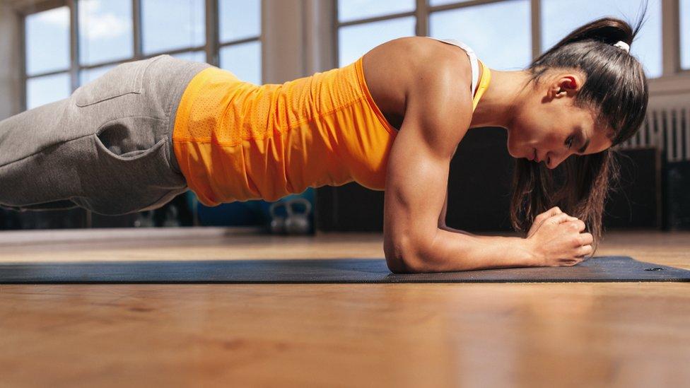 abdominales antes o despues de entrenar