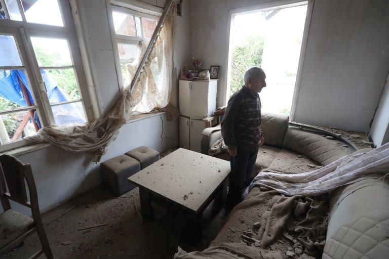 تسبب القصف بأضرار بمنازل في مدينة مارتوني