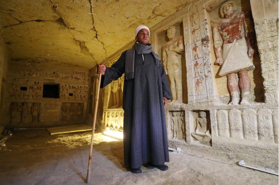 Mustafa Abdo es el jefe de excavación del proyecto. La tumba tiene 10 metros de largo, 3 de ancho y poco menos de 3 de alto.