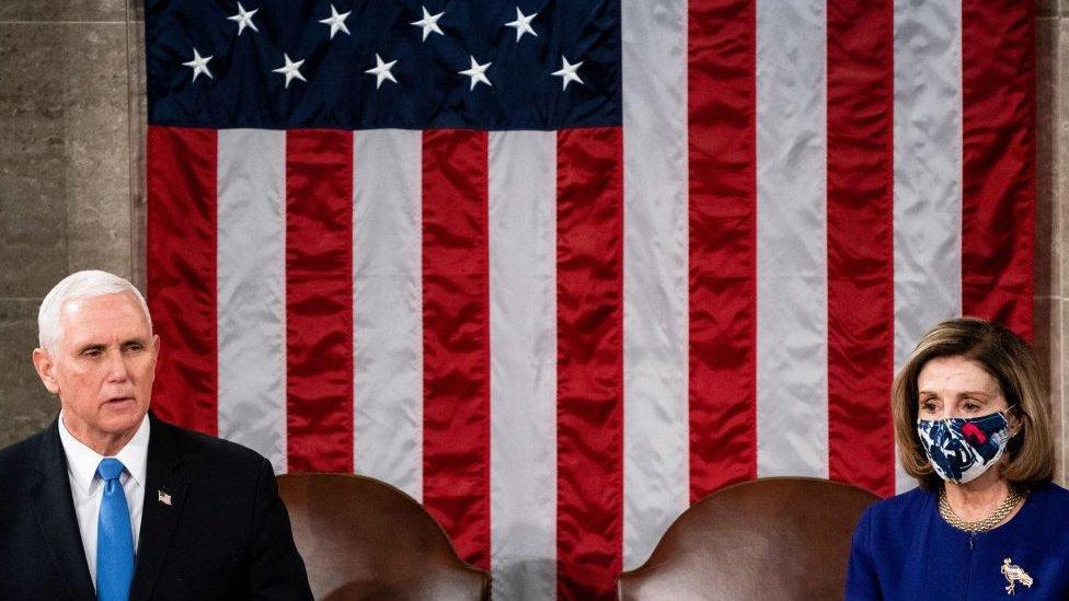 Mike Pence, vicepresidente, y Nancy Pelosi, presidenta de la Cámara de Representantes del Congreso.