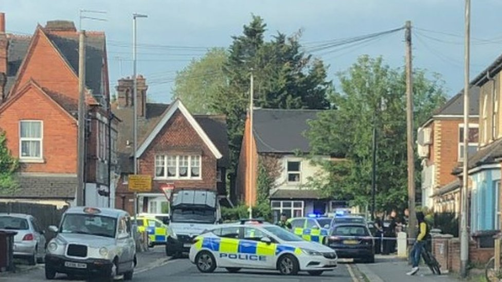 Oxford Road Reading: Arrests made in armed police swoop