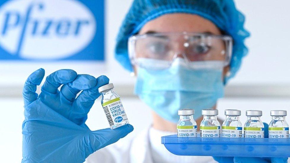 Por que a vacina da Pfizer/BioNTech pode nunca chegar aos brasileiros?