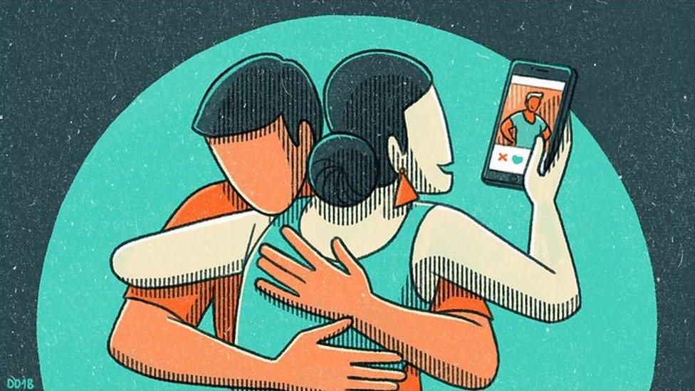ilustración: pareja usando smartphone.