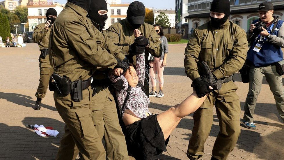 Беларусь: задержания женщин на