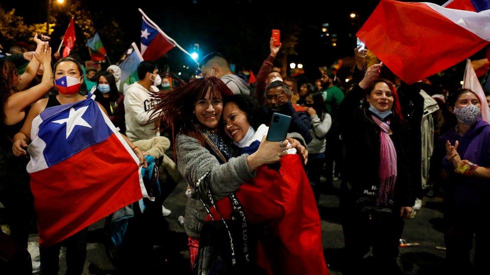 В Чили праздник: страна отвергла конституцию Пиночета