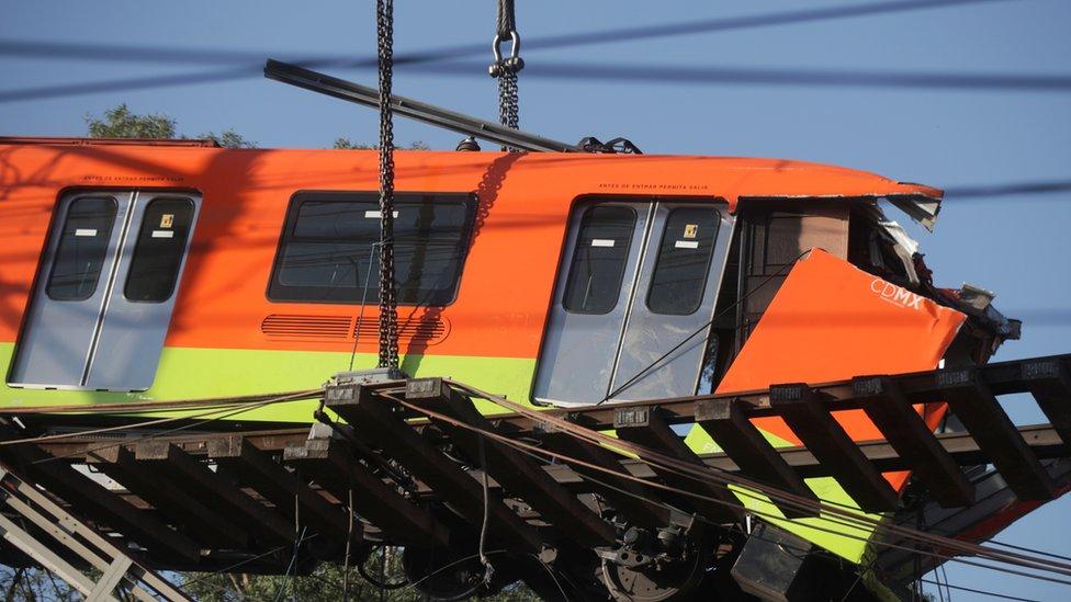 Vagón del metro colapsado