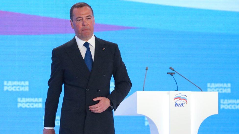 Путин не взял Медведева на выборы. Что случилось и поможет ли это