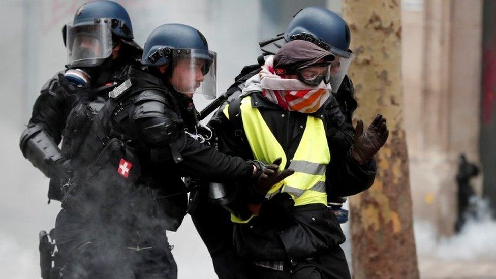 """Protest """"Žutih prsluka"""": Vlast poziva na nacionalno jedinstvo"""