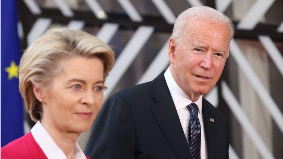 Ursula von der Leyen y Joe Biden