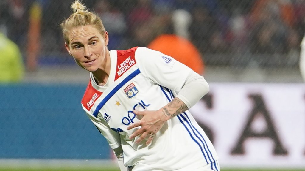 Jess Fishlock: Wales midfielder helps Lyon win French women's title