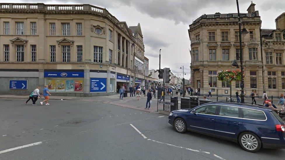 Cheltenham Boots Corner 'bus gate' nets 5,000 drivers
