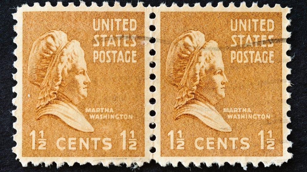 Estampillas postales de 1938 con el rostro de Martha Washington.