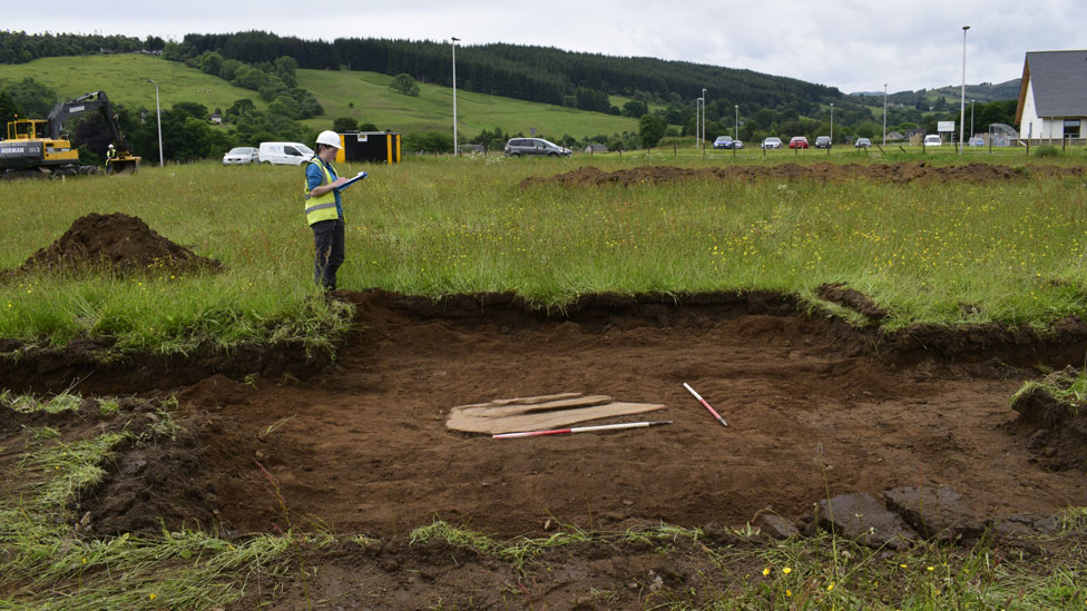 Discovery of second grave