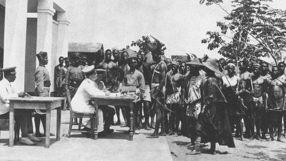 Kamerun'daki Alman güçlerini gösteren bir fotoğraf