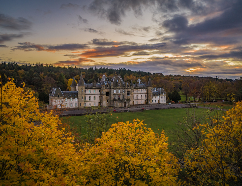 """""""Beautiful autumn colours are now out in force in Falkirk, as this picture from Callendar Park shows"""" says David Wilkinson from Denny."""