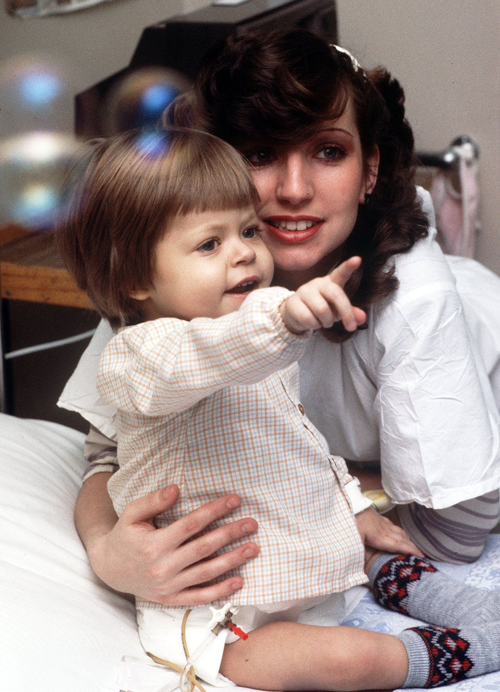 兩歲的本傑明·哈德威克和媽媽黛比