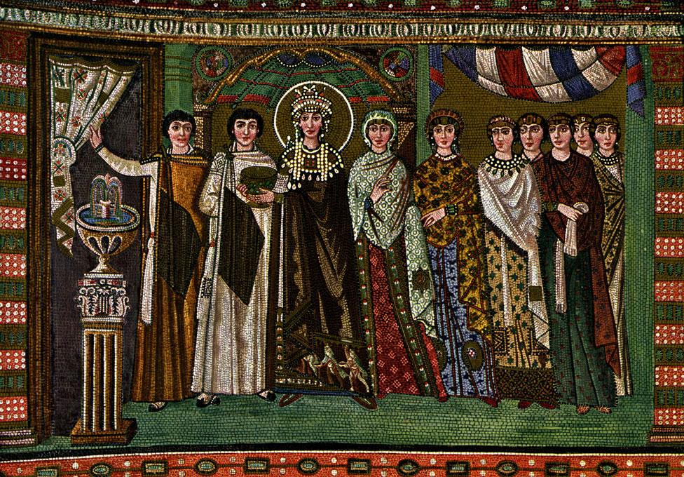 NO USAR, BBC. La emperatriz Teodora I con su corte de damas. Mosaico del siglo VI, Iglesia de San Vital de Rávena, Italia.
