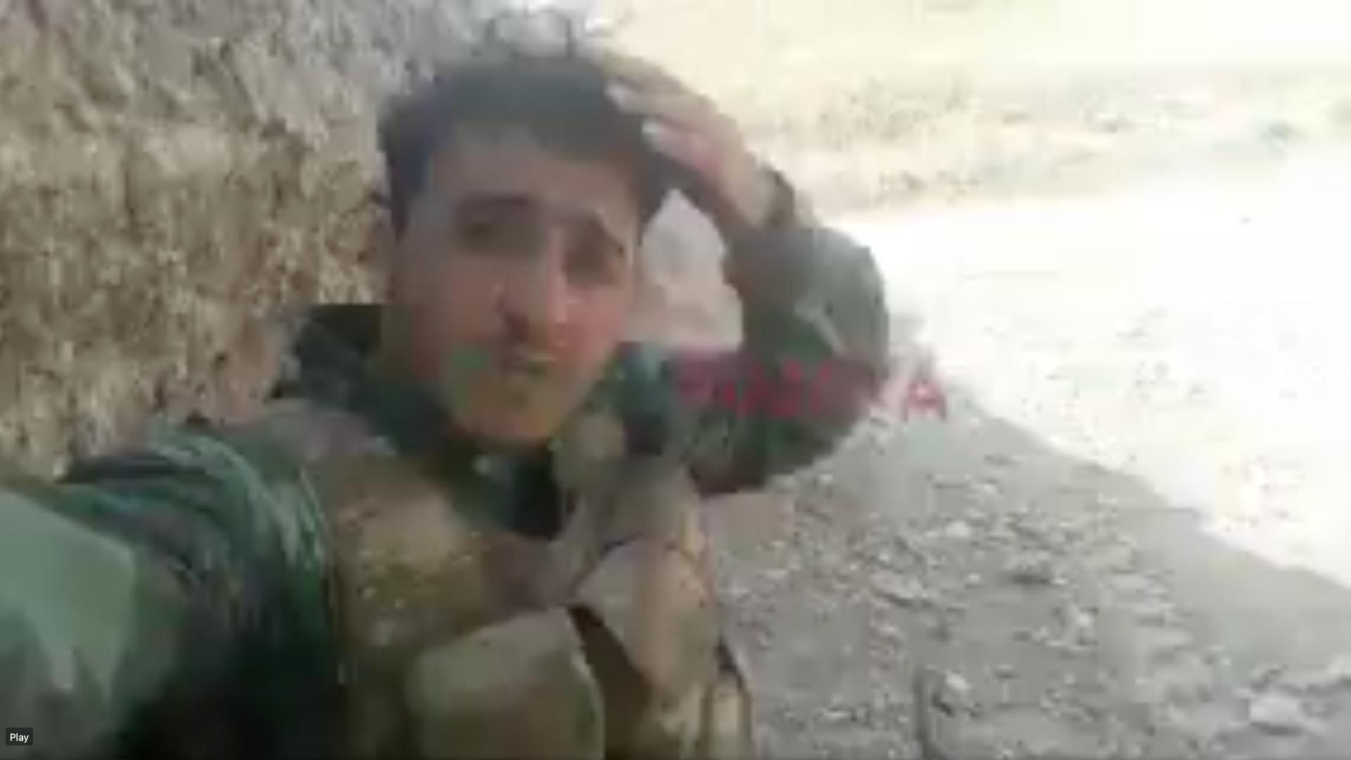 لقطة من مقطع فيديو لشاب سوري من حيان القريبة من حلب، على خط الجبهة بالقرب من هوراديز، في ناغورنو كاراباخ