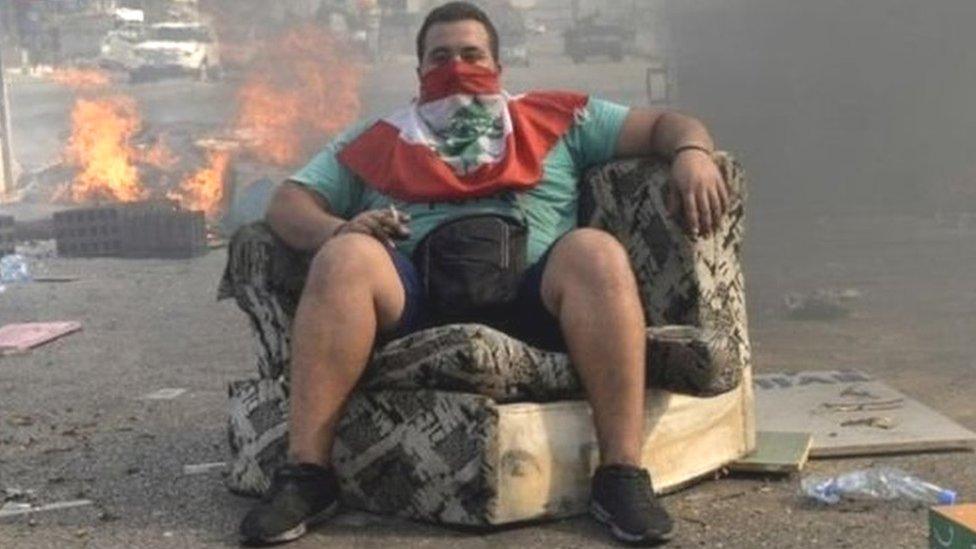 व्हाट्सऐप पर लगा टैक्स, भड़के लेबनान के लोग