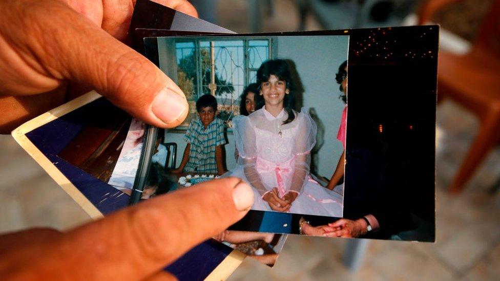 Paman Tlaib,yang tinggal di West Bank, menunjukkan foto Tlaib saat ia kecil