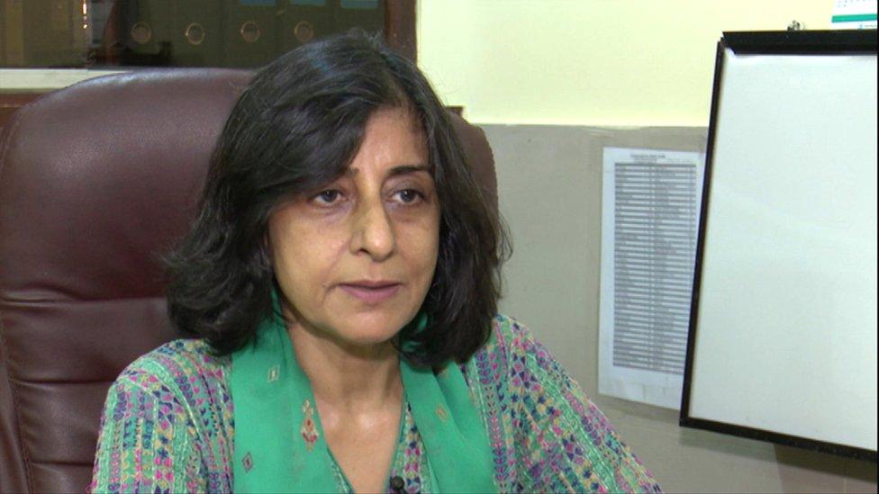 La doctora Huma Majeed, una de las cirujanas de seno más destacadas de Pakistán