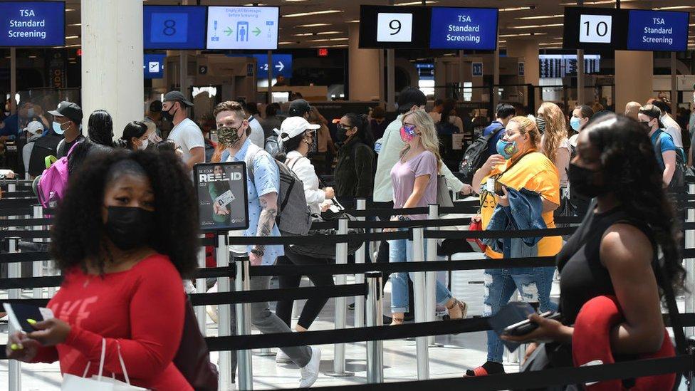 Pasajeros en el aeropuerto de Orlando