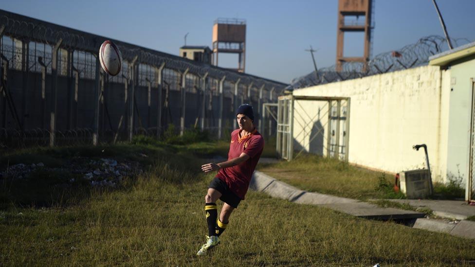 El esparcimiento, si no es incompatible con la condena, es un derecho de los presos en Argentina.