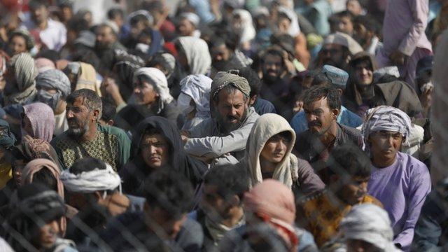 Afganos en la frontera con Irán