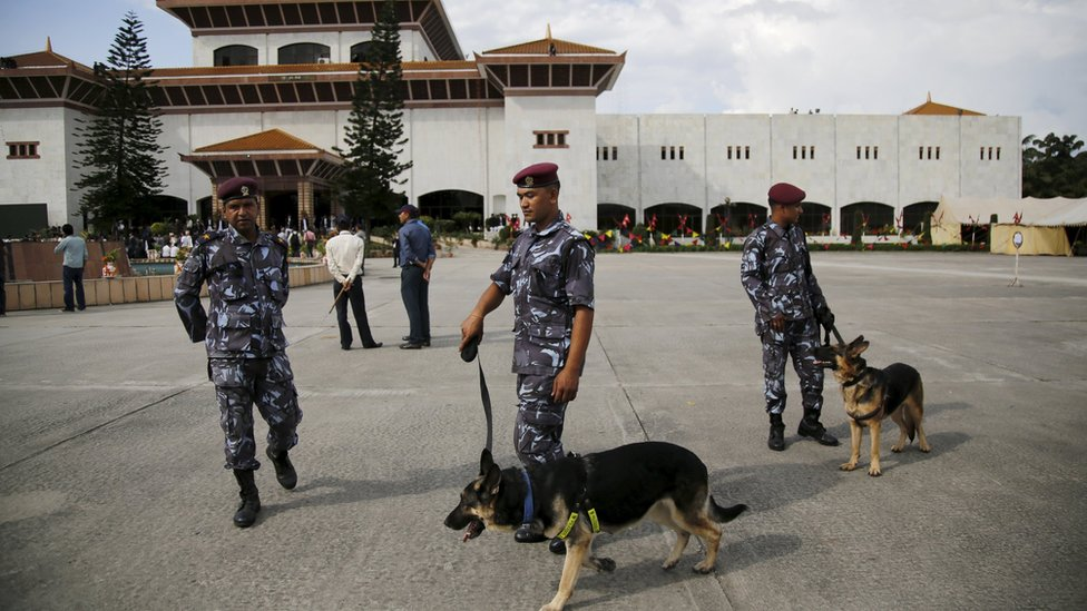 Nepalese police and sniffer dogs in front of parliament building on 20 September 2015