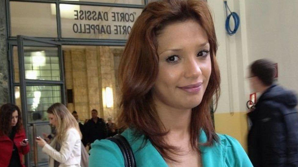 العارضة المغربية إيمان فاضل كانت تكتب كتابا حول تجربتها