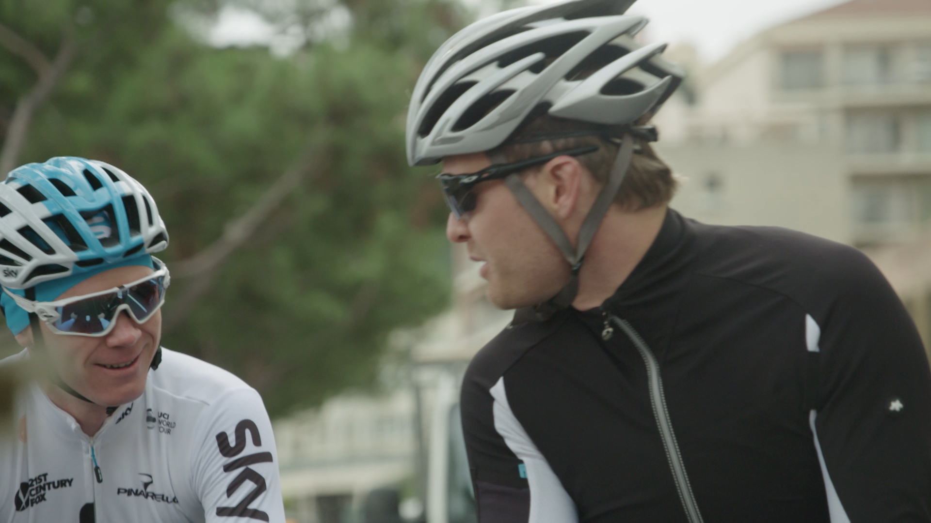 'What are you doing here?' Froome strays on to Rosberg's patch
