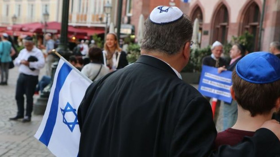 يهود يرتدون قلنسوة