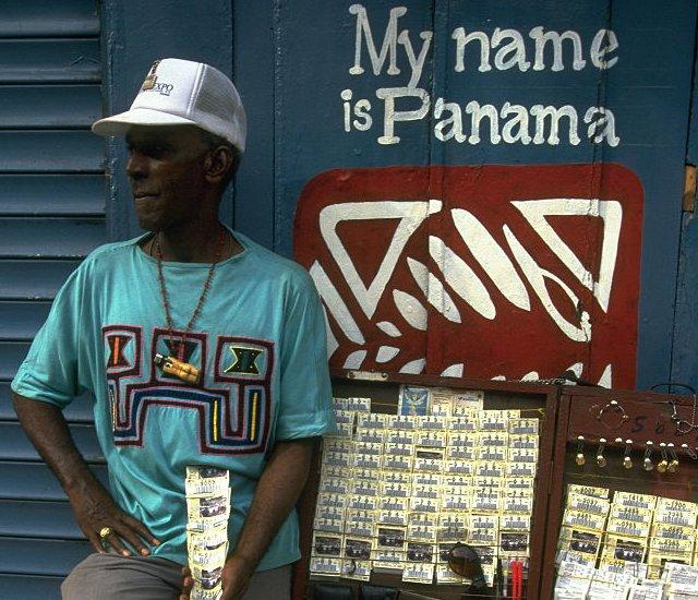 Panameño vendiendo lotería en 1997.
